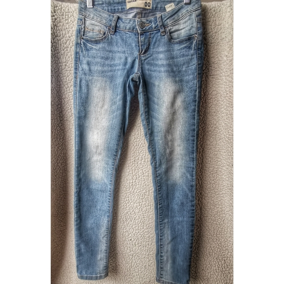 Light Wash Mid-Rise Skinny Jeans